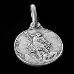 MIchał Archanioł. 1.9 g medalik ze srebra.