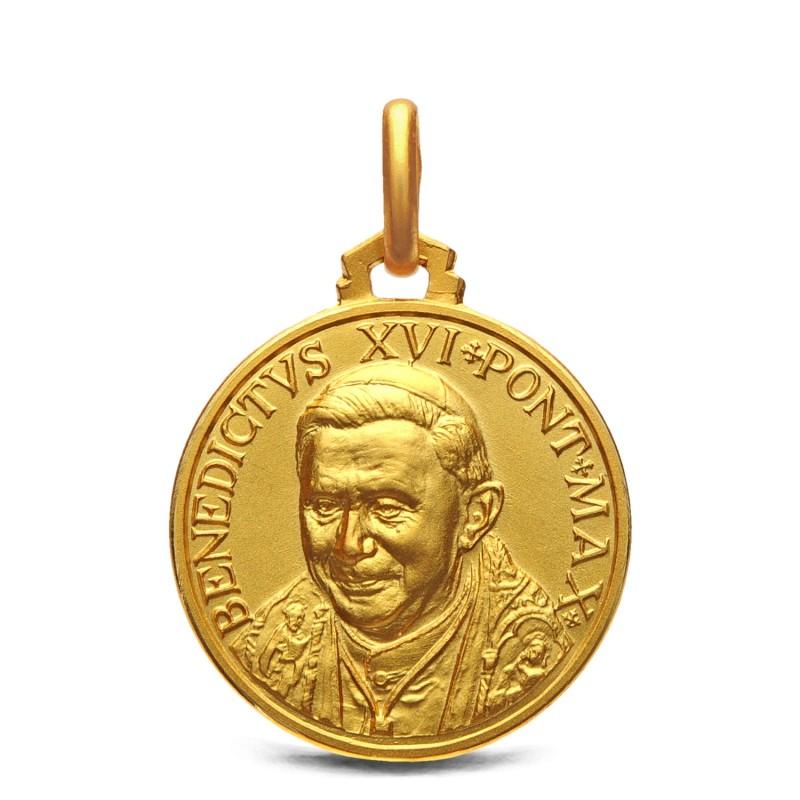 Złoty medalion Benedykta XVI- emerytowanego Papieża . 18 mm, 3,6 g